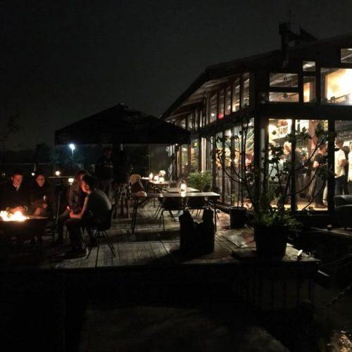 Restaurant De Baai Hoorn waar je heerlijk kunt lunchen en dineren bij ondergaande zon heerlijk bij de vuurkorf.