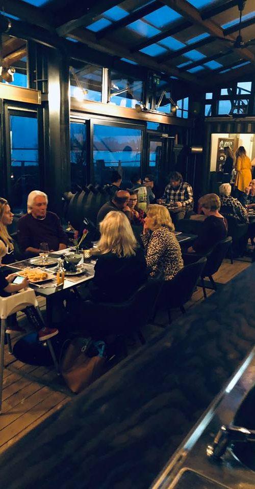 Dineren bij de Baai in Hoorn aan het water van het IJsselmeer.